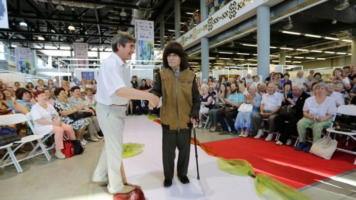 Пожилые модники продефилировали по уфимскому подиуму