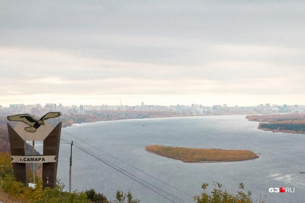 С вертолётной площадки открывается великолепный вид на Волгу и Жигули