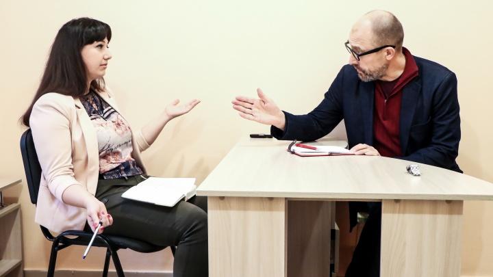 Две девицы на диете: враждебный «Сникерс», постыдный жир и прочие «радости» разговора с психологом