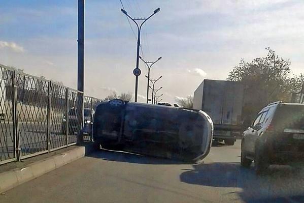 Из-за аварии на автодороге собралась пробка