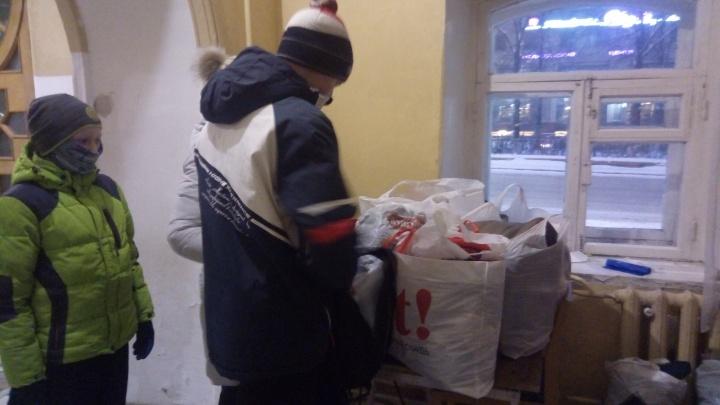 Пермяков приглашают сдавать тёплые вещи для бездомных