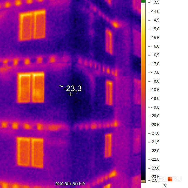 Так выглядела одна новостройка на Вторчермете — хозяева сделали снимок тепловизором. Сразу видно, откуда уходит тепло