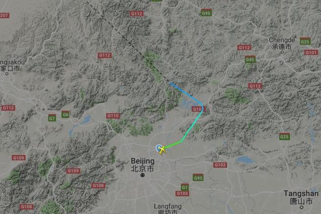 Сейчас самолет летит над Китаем