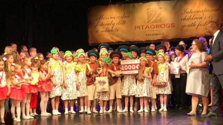 Маленькие танцоры из Екатеринбурга завоевали Гран-при фестиваля в Праге