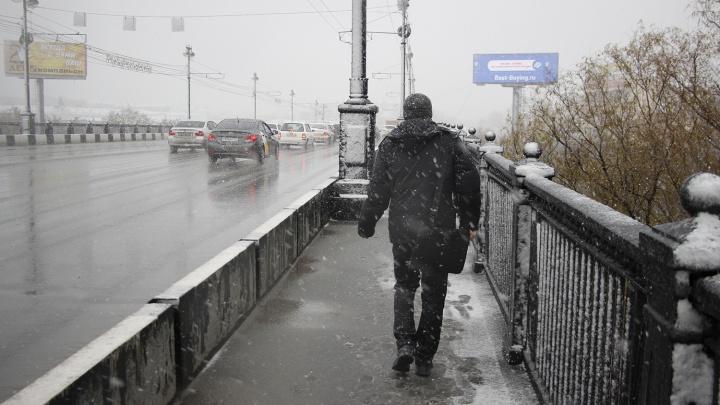 Омских водителей предупредили о сильном снегопаде