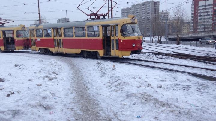 """На """"Таганском ряду"""" из-за сломавшегося вагона встали трамваи в центр"""