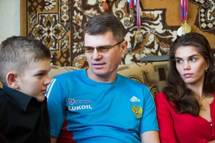 Александр с детьми Игорем и Наташей