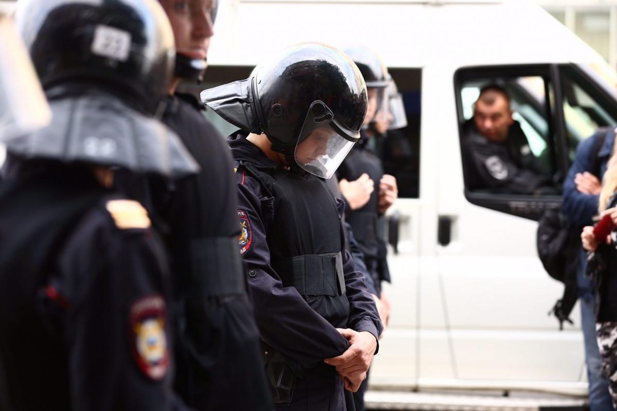 Полиция продолжает искать участников несогласованного митинга