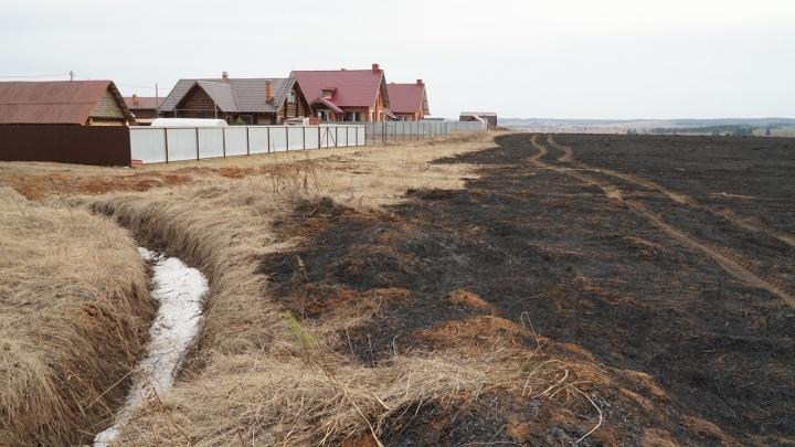 «Была одна пожарная машина!» Дачники СНТ Култаево сами тушили пожар в несколько десятков гектаров