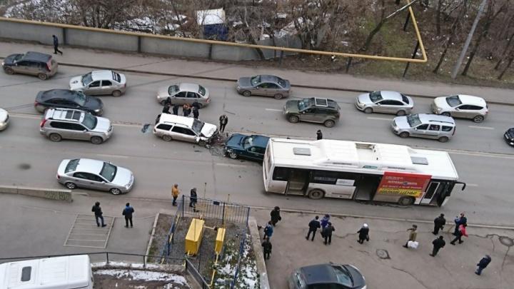На улице Сочинская в Уфе произошло массовое ДТП