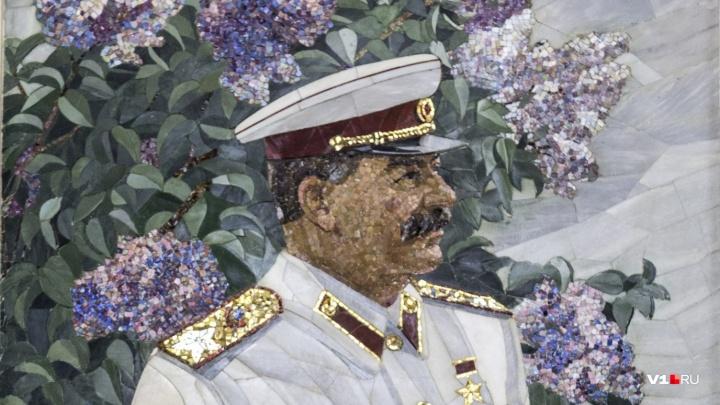 В центре Волгограда устанавливают памятник Сталину