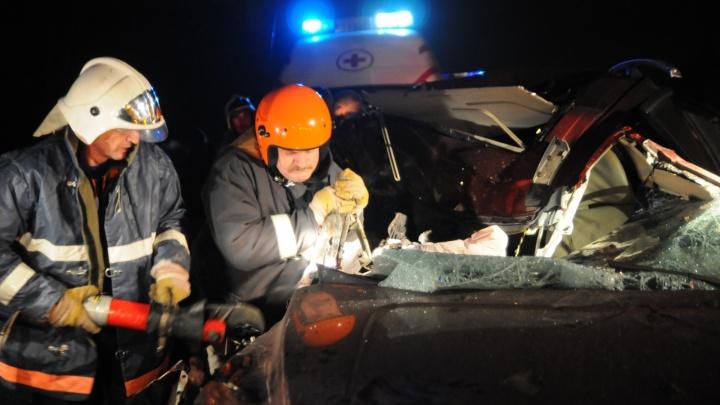 Смертельное ДТП на М-8: после удара об отбойник машина улетела в другую сторону