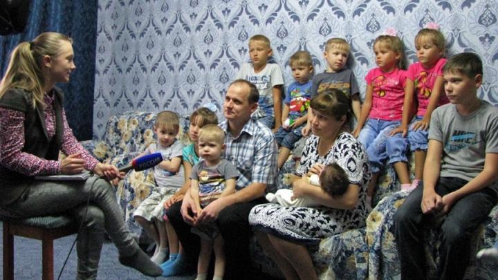 Семья пожарного с 14 детьми признана лучшей в стране: отец рассказывает про воспитание такой армии