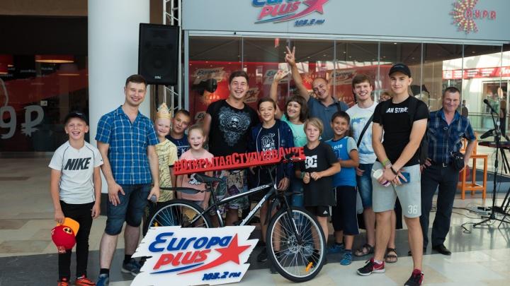 Гость открытой студии «Европы Плюс» получил спортивный велосипед