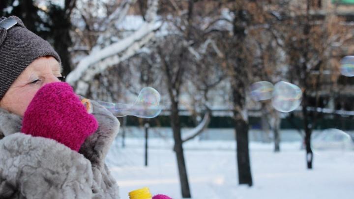 Омичей не напугал мороз: как город переживает 30-градусные холода