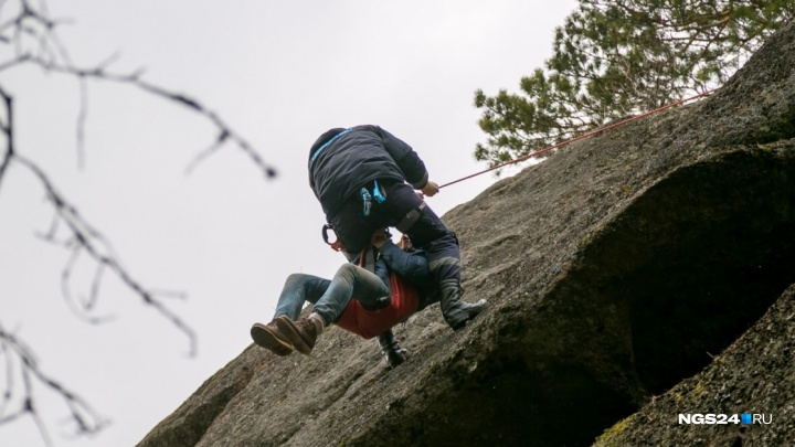 Турист сорвался со скалы на «Столбах»