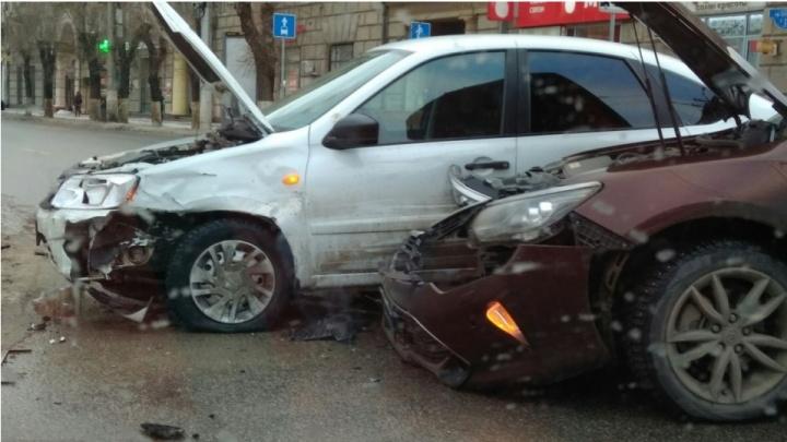 Тянет магнитом: вспоминаем самые серьезные аварии на коварном перекрестке в центре Волгограда