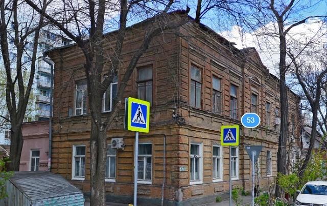 В Ростове дом затапливает водой и нечистотами, а проводка вспыхивает, как спичка