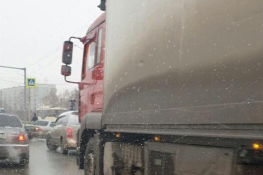Ни дня без пробок: водители встали в утренний затор на Гусинобродском шоссе