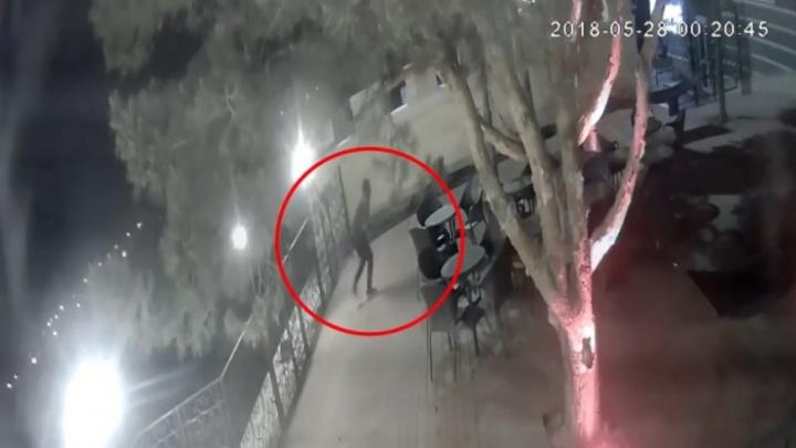 «Прибыли на лодке с заклеенными номерами»: кража гамаков в Сызрани попала на видео