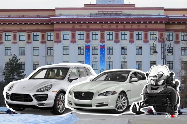При миллионных доходах не у всех депутатов есть личные автомобили, но у кого-то их несколько. Впрочем, в гаражах законотворцев есть не только легковушки, посмотрите