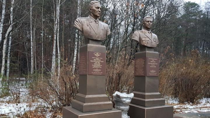 Десантники показали, как будут выглядеть памятники героям Маргеловым в парке Маяковского