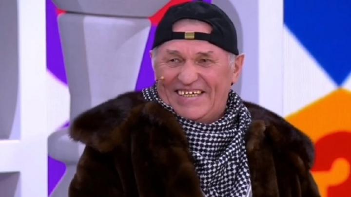 «Хапнул две таблетки, чисто от изжоги»: на Первом канале показали клип с 71-летним рэпером из Перми