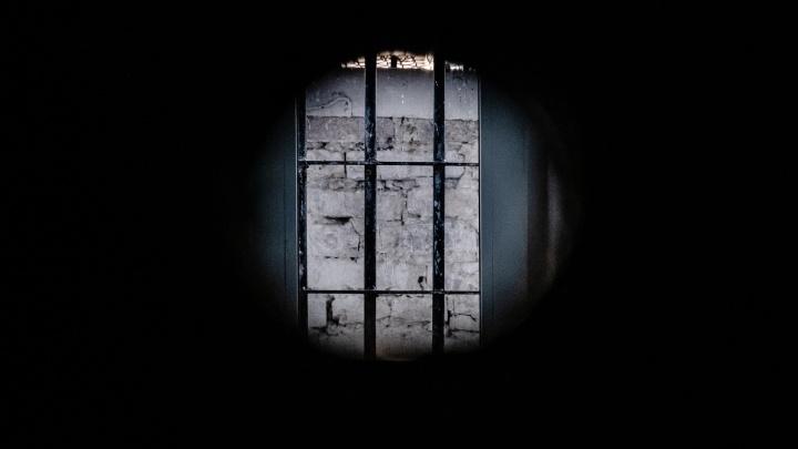 Замначальника ИК-38, уволенный за избиение подчиненных, просит восстановить его на работе