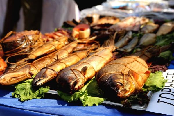 Мужчина выловил рыбу в Нефтеюганске и привез ее домой в Вагайский район на продажу
