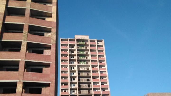 «Сколько еще скитаться без жилья?»: дольщики «Гороса» забраковали идею не достраивать их дом
