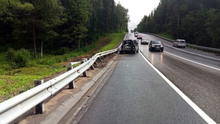 «Мчал как бешеный»: на федеральной трассе в Ярославской области «Лэнд-Ровер» снёс грузовик