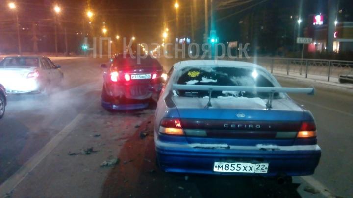 Пьяный без прав и страховки собрал на пустой дороге аварию из трех машин