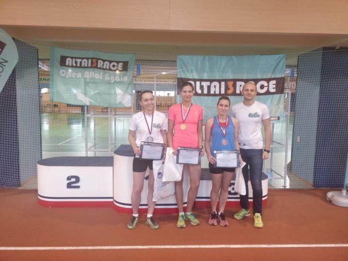На длинной дистанции среди женщин все призовые места достались девушкам из Новосибирска