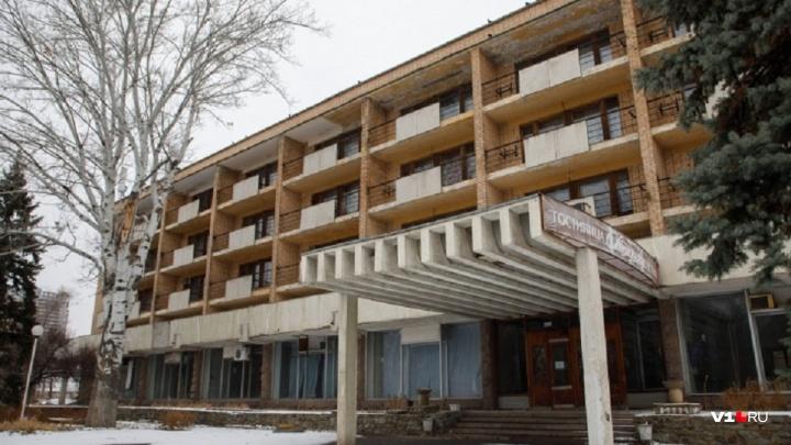 Уйдёт под музей? В центре Волгограда гостиницу «Октябрьская» продадут за 13,5 миллионов рублей