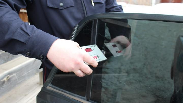 Упрямый водитель «Приоры» отказался снять тонировку и отправился под арест