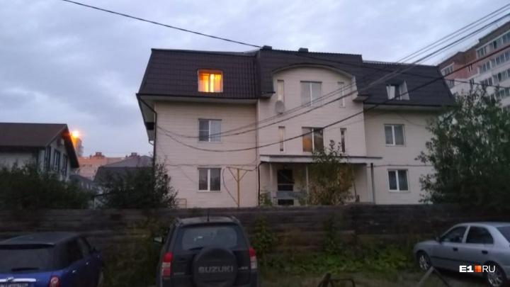 «Атомстройкомплекс» снесет дома Воробьева, который обманул дольщиков. Жильцам это не нравится
