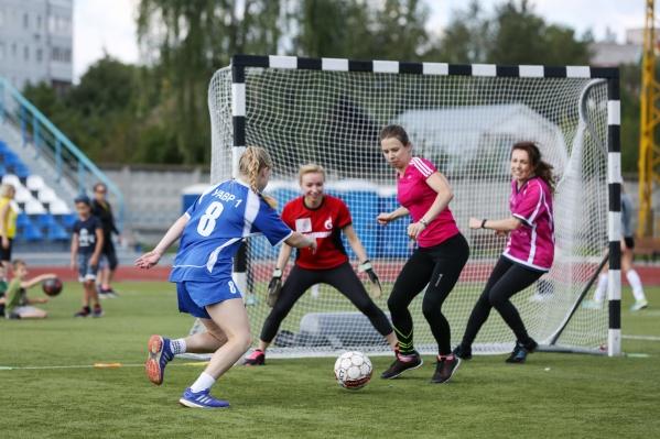 Это женский футбол!