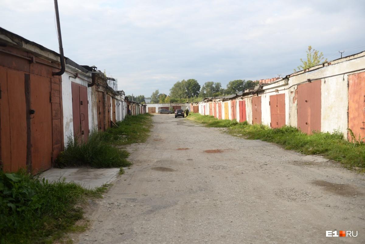 Суд арестовал двоих подростков, обвиняемых в убийстве инвалида в Березовском