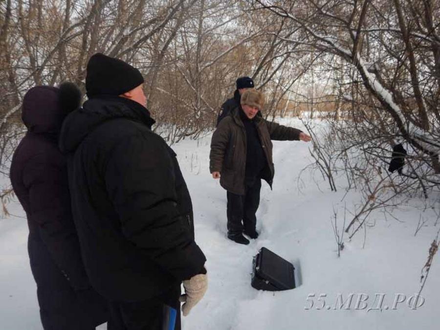 Преступник связал омскую пенсионерку телефонным кабелем