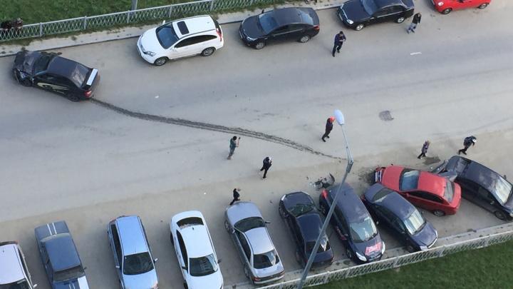 В Академическом лихач наSubaru протаранил три машины и сбежал