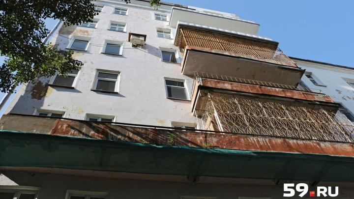 «Признаков криминала не обнаружено»: под окнами жилого дома в Перми обнаружили тело мужчины