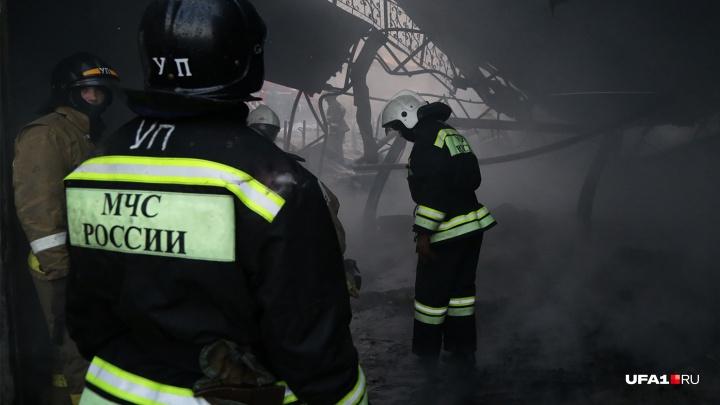 Убили и попытались сжечь: в горящем доме в Уфе нашли тело мужчины