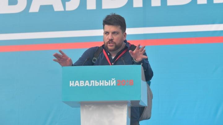 Погулял - и хватит: полицейские снова задержали в Москве начальника штаба Навального Леонида Волкова