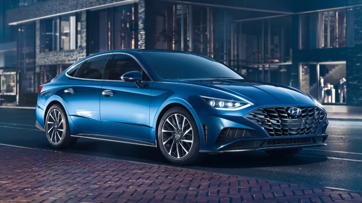 Корейская супер-Camry: Hyundai рассекретила оснащение новой машины с фарами на капоте