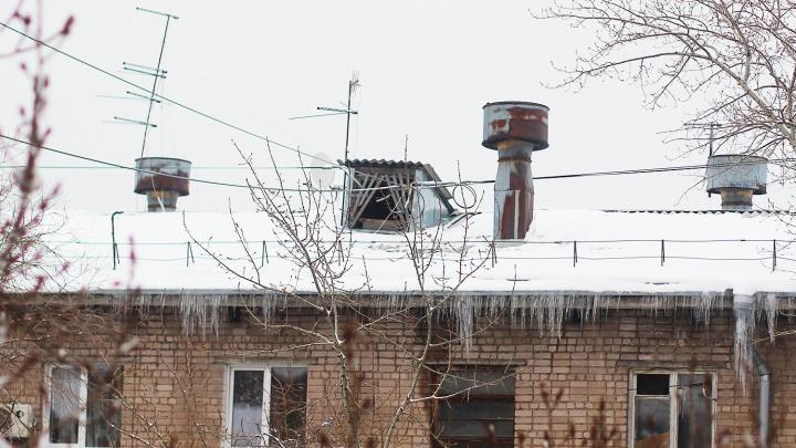 Упавший на Волжском проспекте юноша работал в фирме по подбору персонала