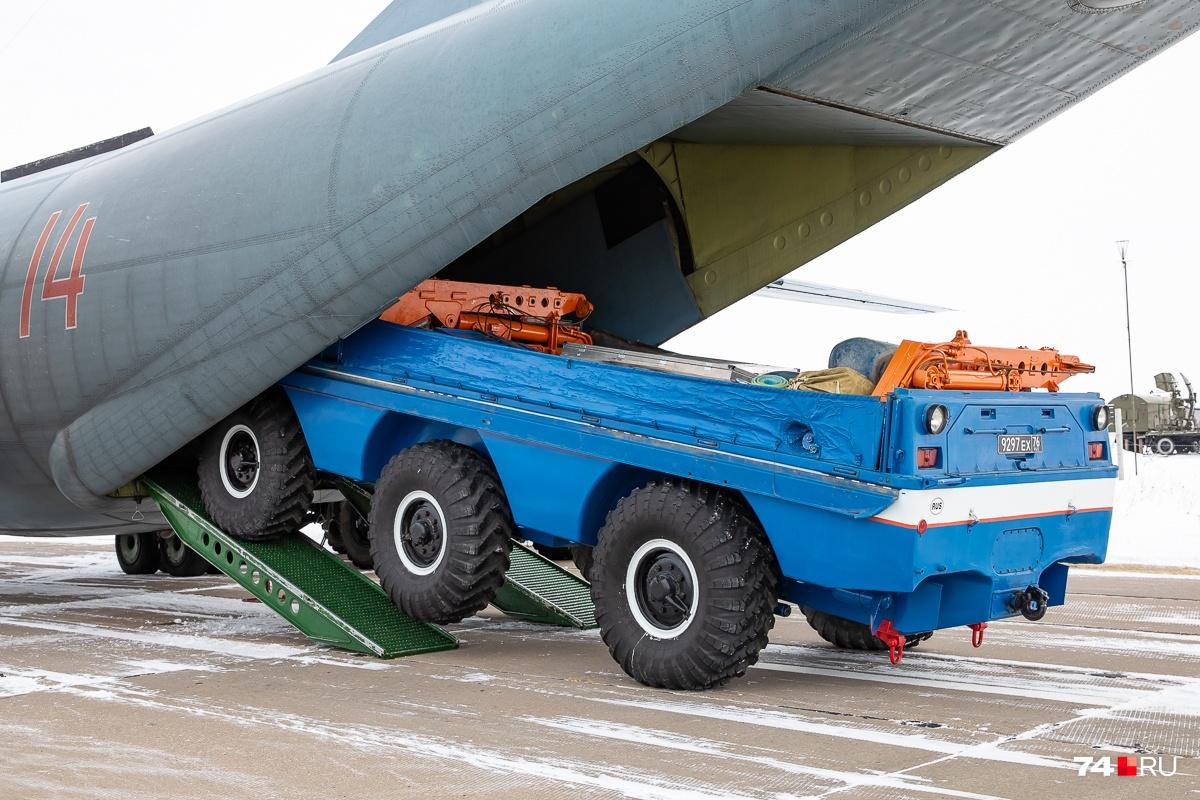 Часть спецтехники прибудет к основному и запасному районам посадки своих ходом, в составе автомобильной колонны