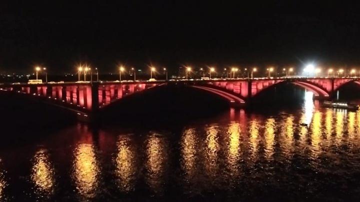 Красноярец снял захватывающее видео новой подсветки Коммунального моста с квадрокоптера