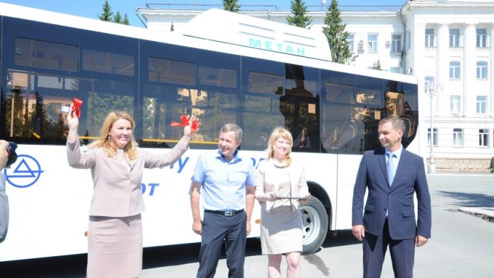 Кургану подарили новый низкопольный автобус