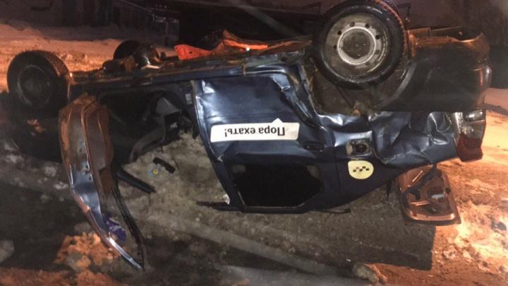 Кузов всмятку, оторвало крышу: в Ярославле в такси пострадал пассажир