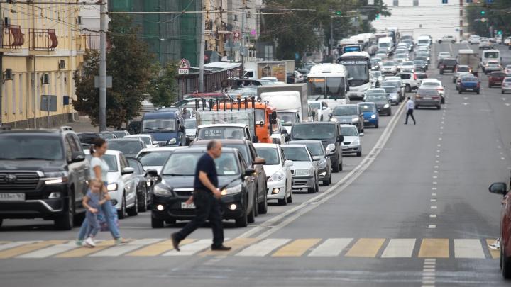 В Ростове ограничат движение на Ворошиловском и Стачки